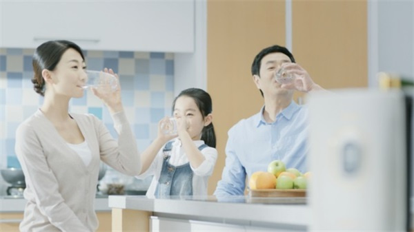 清晨喝水学问大,健康饮水了解四方面知识